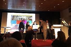 De Geschiedenis Online Publieksprijs wordt in ontvangst genomen door Erfgoed 's-Hertogenbosch